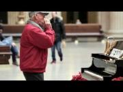 Magical Piano From Chicago Reacts To Passersby