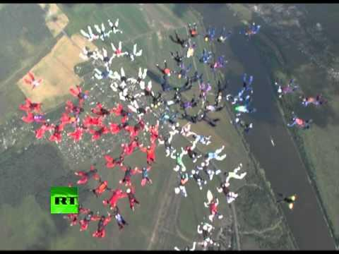 Awesome - 88 Skydivers Make The Flower Formation