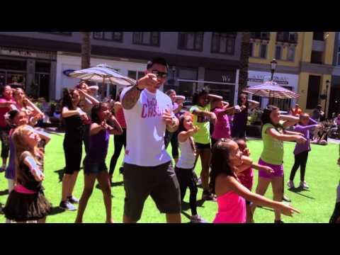 Cute - Little Girls Flash Mob Wedding Proposal