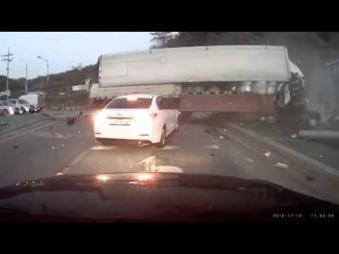 FAIL - Truck Driver Vs The Lights