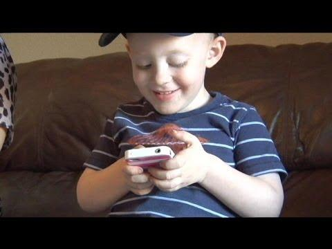 Smart 2 Years Old Saves Mommy By Using Apple iPhone FaceTime