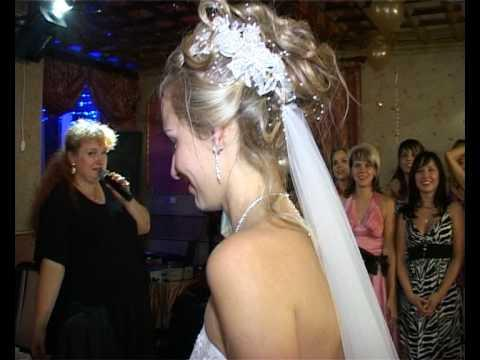 FAIL - Bride Throws The Bouquet To The Wrong Crowd