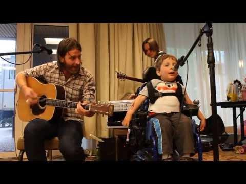 Amazing Music Therapy Teacher Tom Curry Sings With The Kid